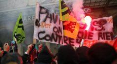Fransa'da grevlerin 23'üncü gününde işçiler 2 petrol rafinerisini işgal etti